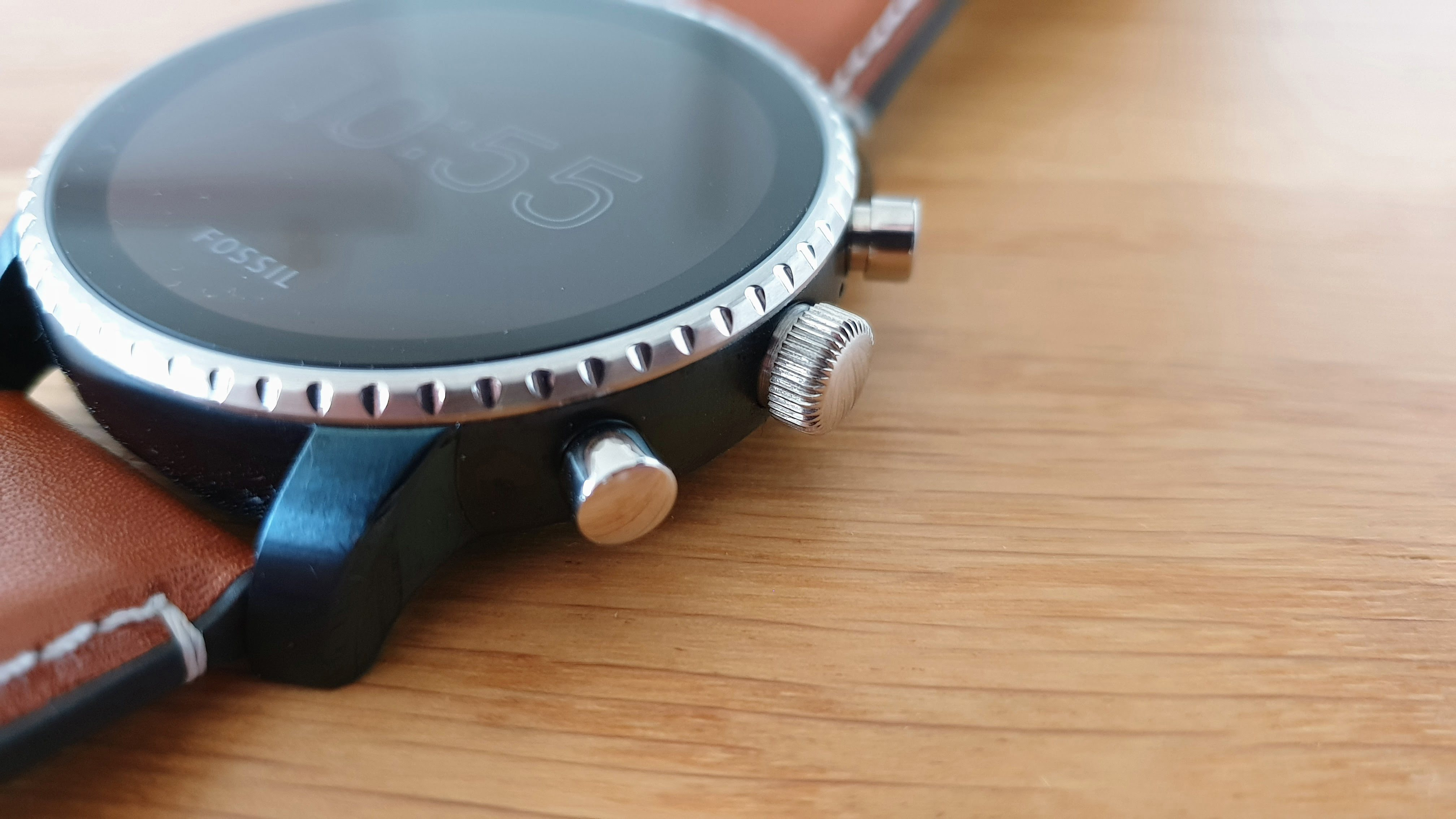 fossil q explorist 4 gen im test wundersch ne smartwatch mit zu kurzer akkulaufzeit. Black Bedroom Furniture Sets. Home Design Ideas
